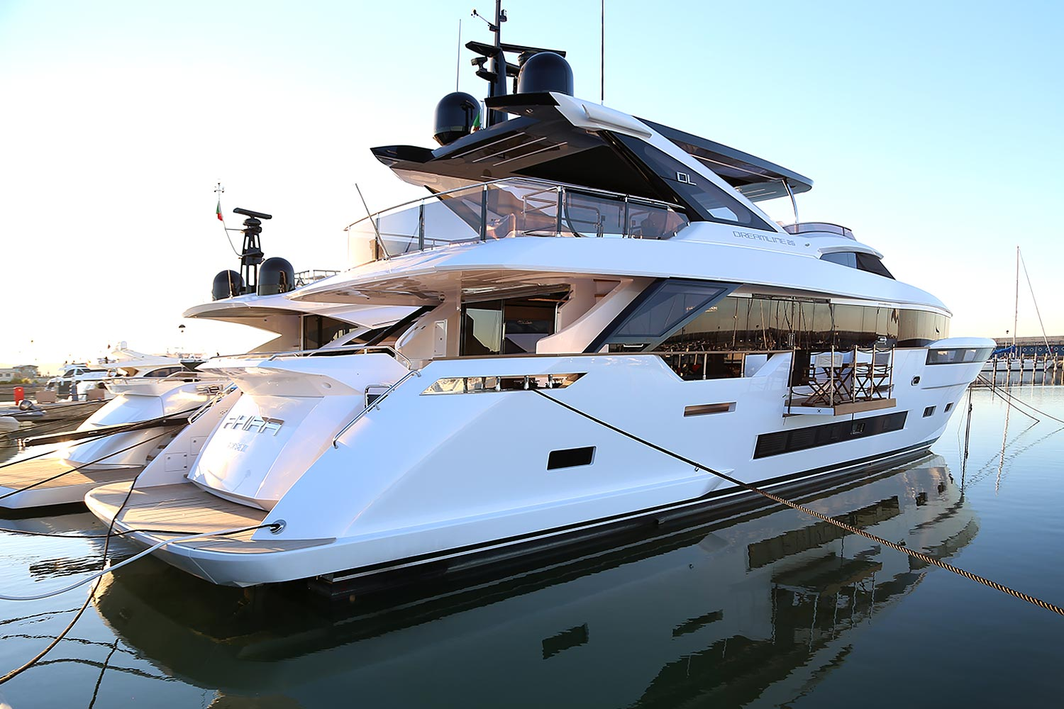 Yacht For Sale Dreamline 26 Price By Request Motor Yachts Akira Navy M